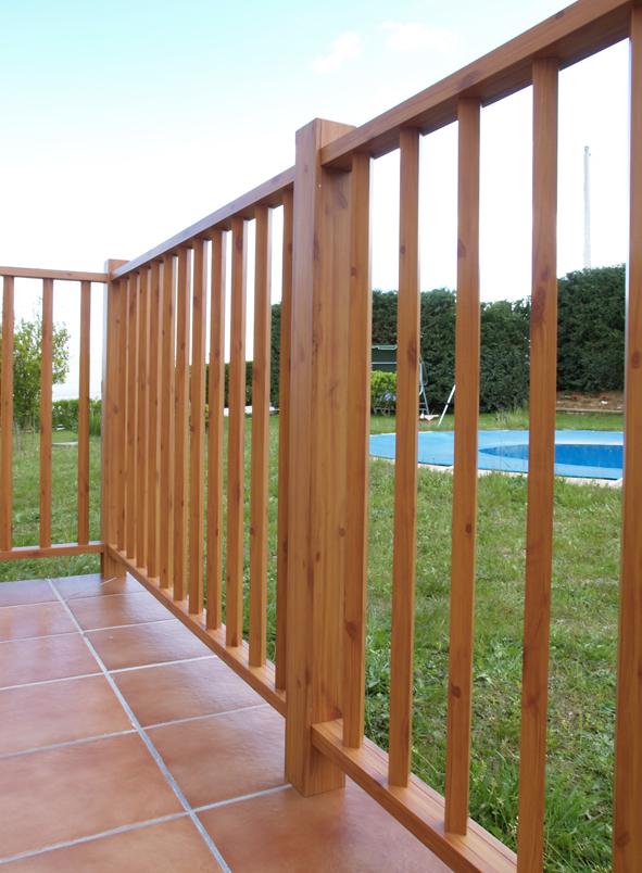 Balcones de hierro barandillas rejas de hierro for Barandillas de madera para jardin