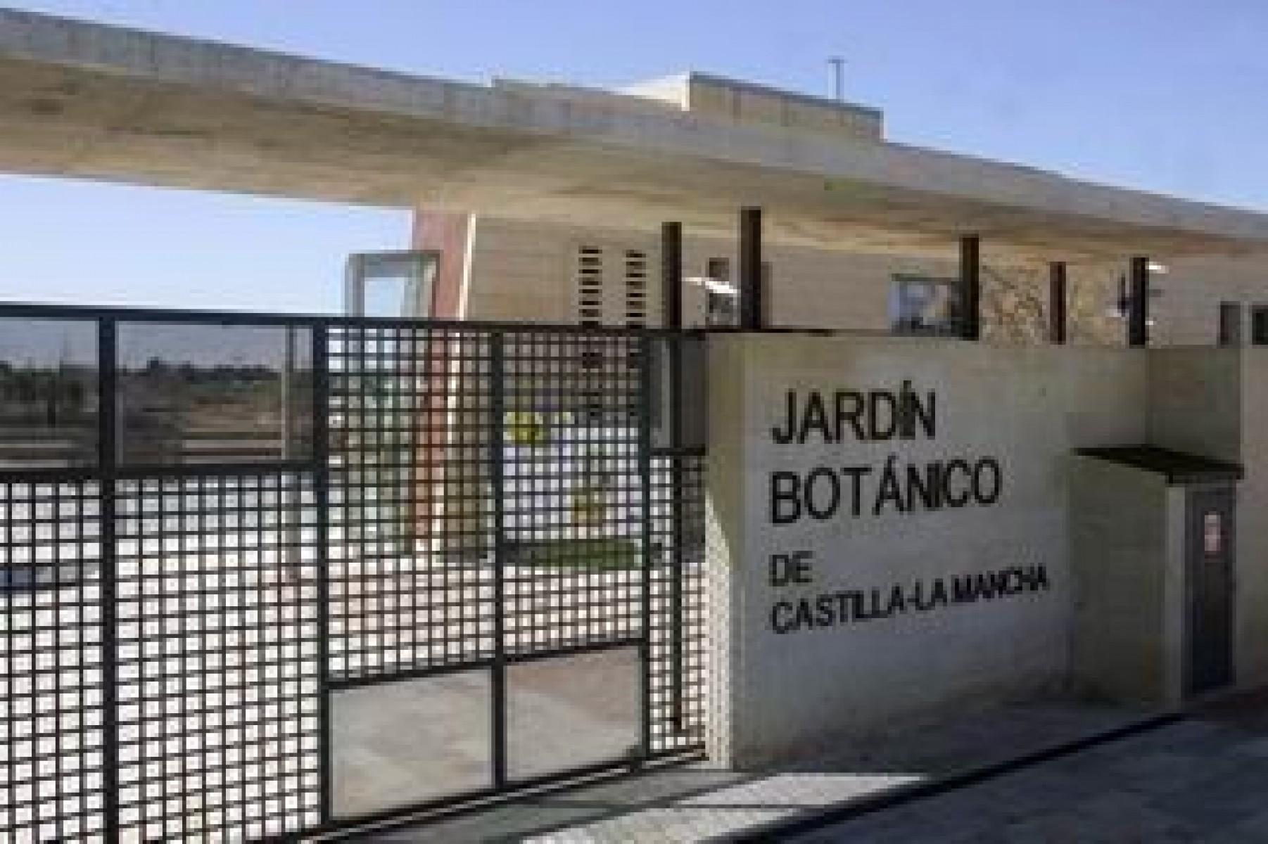 Balcones de hierro barandillas rejas de hierro for Jardin botanico albacete
