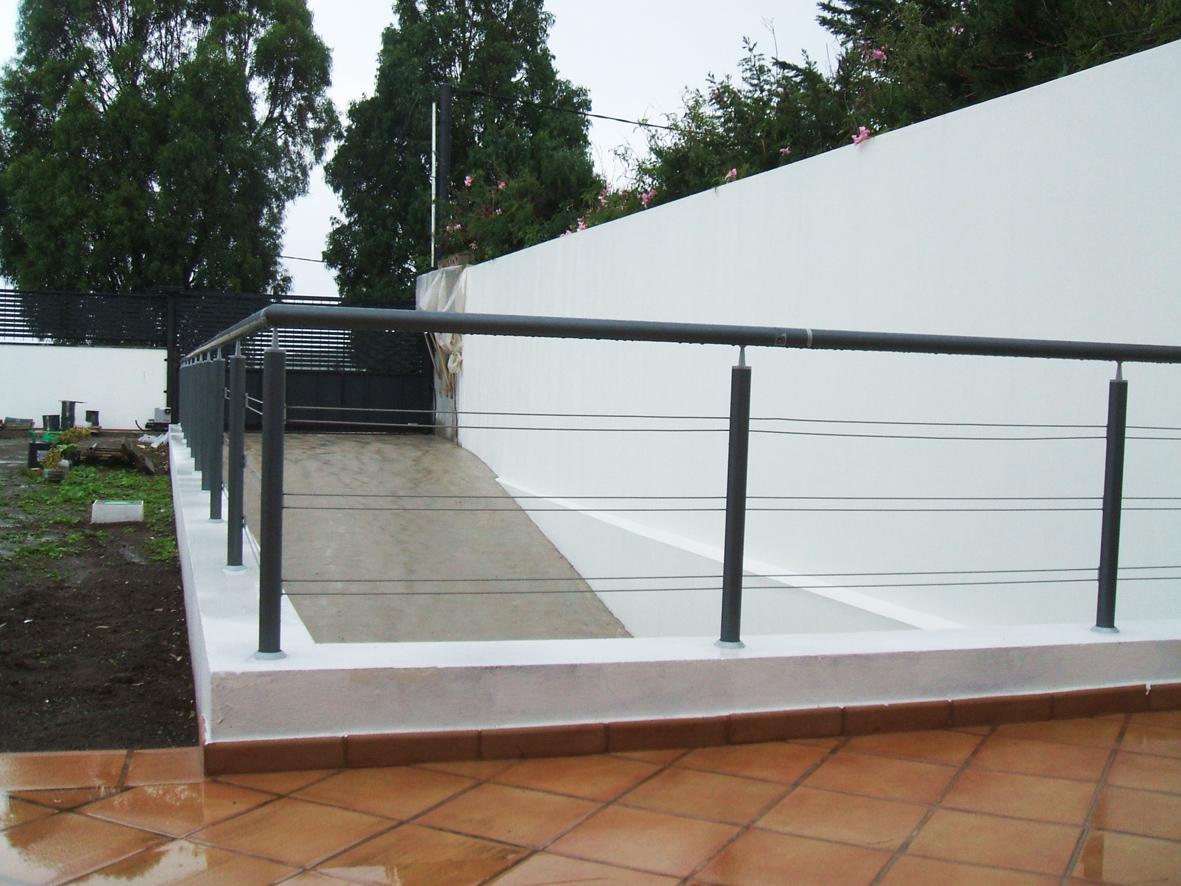 Balcones de hierro barandillas rejas de hierro for Precios de toldos para balcones