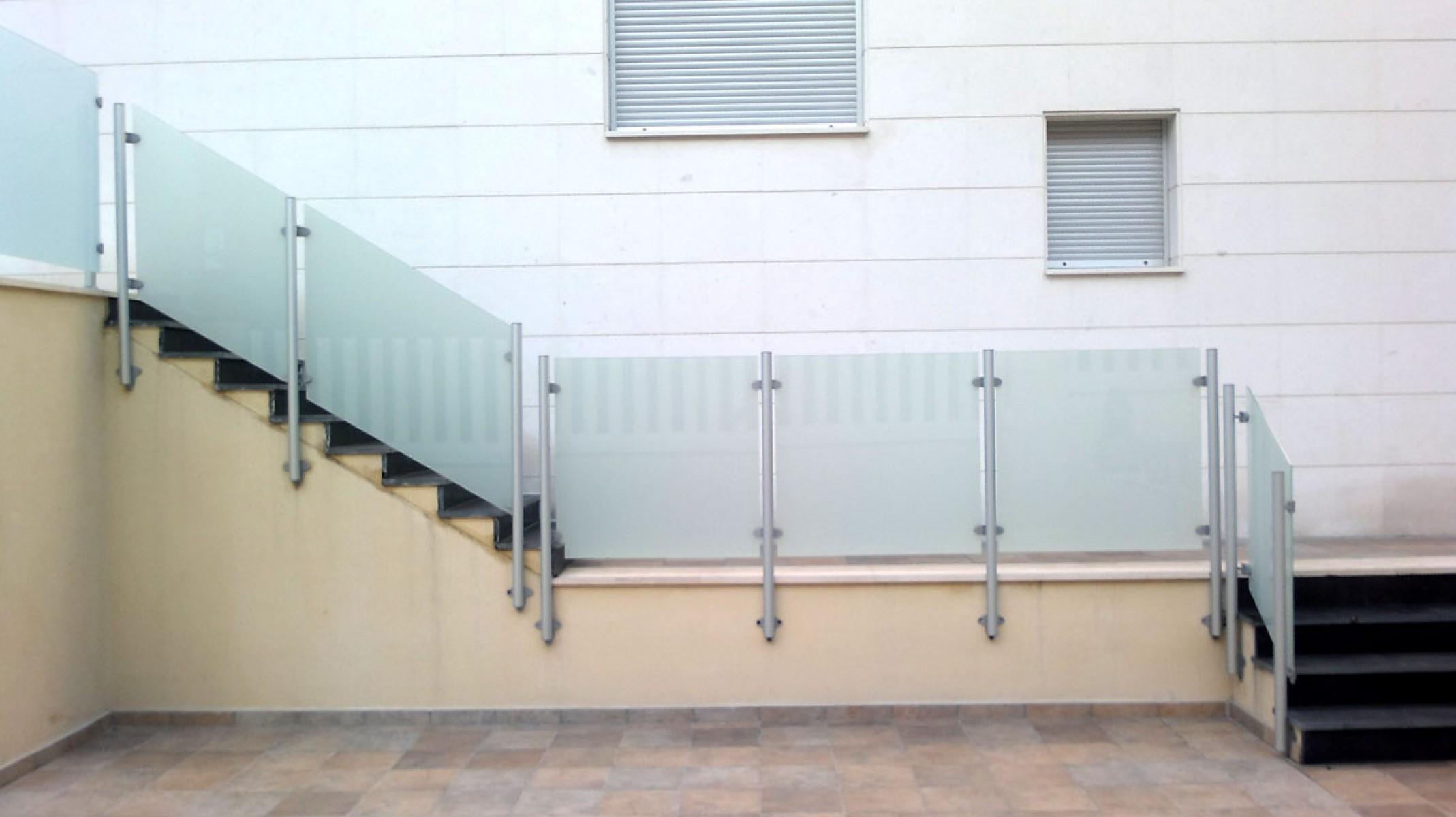 Balcones de hierro barandillas rejas de hierro - Baranda de cristal ...