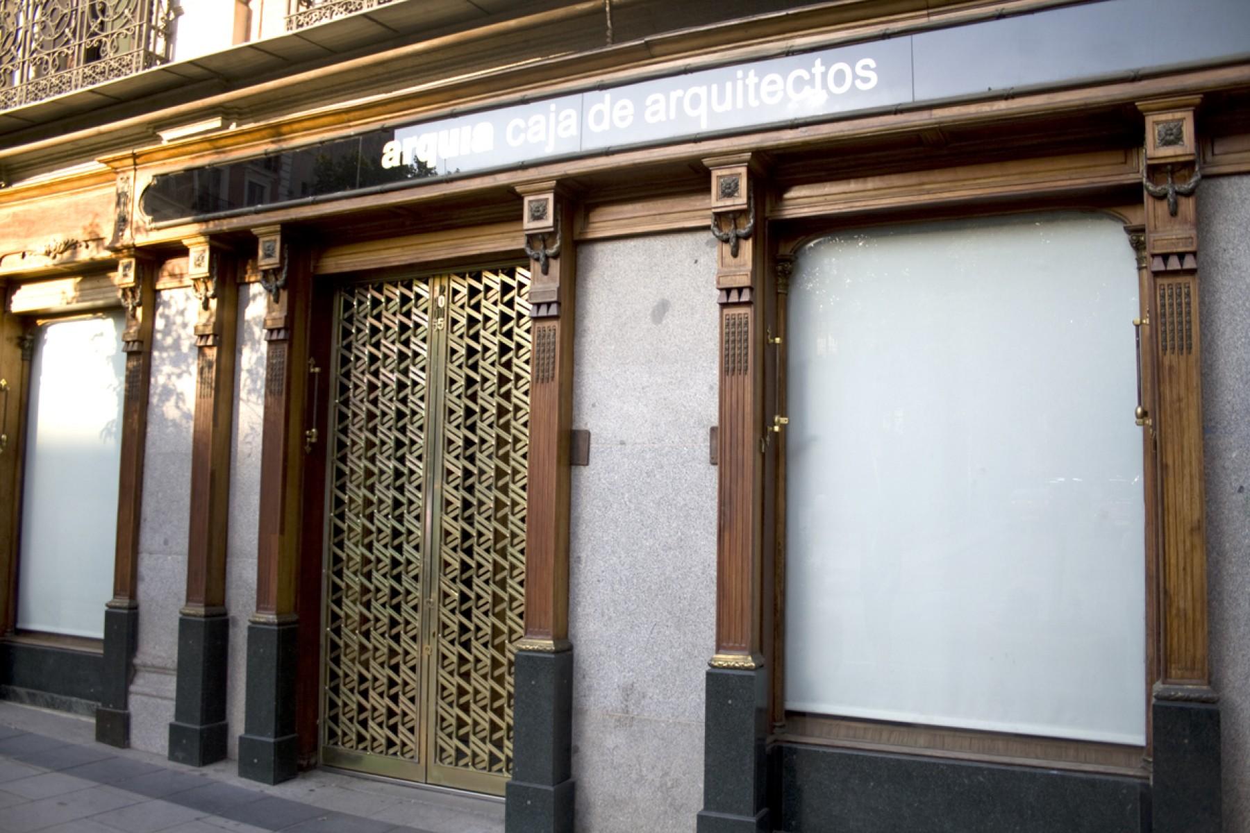 Balcones de hierro barandillas rejas de hierro - Caja arquitectos madrid ...