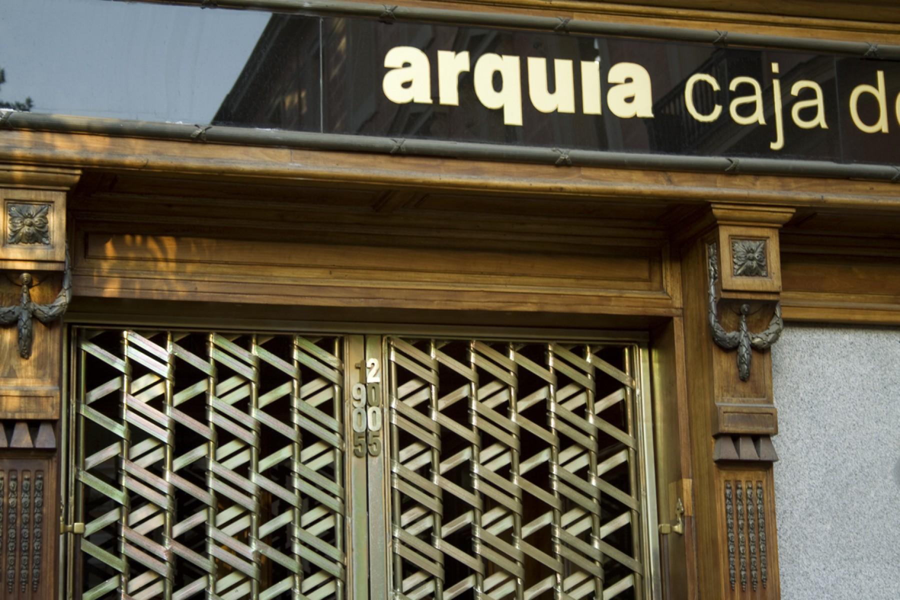 Balcones de hierro barandillas rejas de hierro - Caja de arquitectos madrid ...